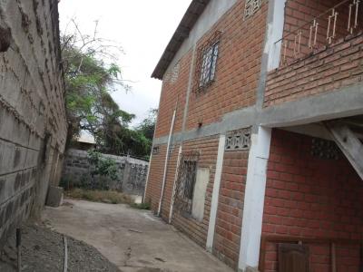 Casa de dos plantas en Playas, General Villamil