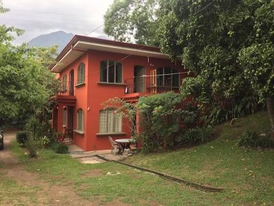 Propiedad con dos casas, San Antonio de Escazu