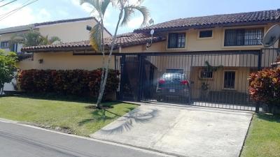 Casa en Venta en Los Laureles, San Rafael de Escazú