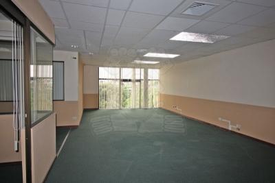 1241-Espacio de oficina en alquiler en moderno complejo de oficinas