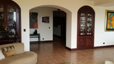Apartamento en alquiler en Escazu, Jaboncillos. REF 2416