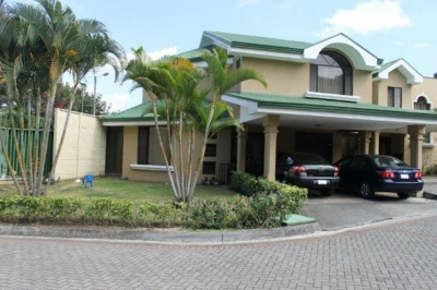 Casa en venta en Escazu, Condominio en Jaboncillos. REF 2470
