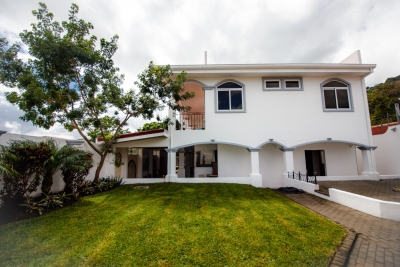 Beautiful Escazu Home w/ Guest House (City Views)