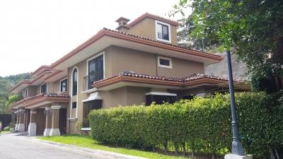 Casa en Condominio con Excelente vista a San José
