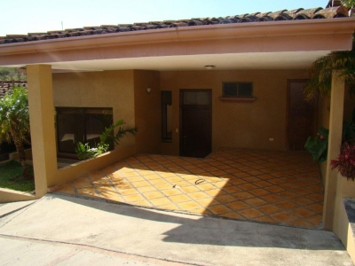 Casa en Venta en Escazu, Guachipelin, Condominio. REF 2857