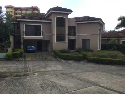 Casa en alquiler en Escazu, Guachipelin, en condominio.-  Ref/ 3155