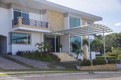 Casa en venta Contemporanea SUPER GANGA!!! en Guachipelin.691