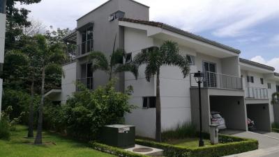 Casa en Alquiler en Condominio, Escazú. REF/3194