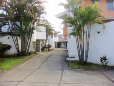Amplio apartamento en Escazu , cerca de Taco Bar
