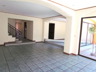 Casa en Escazú / Ubicación Excelente #8894