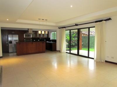 Casa en Escazú / Oficina, piscina, ubicación excelente #6983