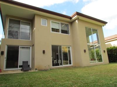 Venta Casa Exclusiva de 4H, 5B, en Jaboncillos, Escazu.