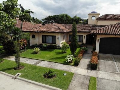 Venta Hermosa Casas Estilo Colonial de 3 habitaciones en Lindora