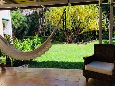 Bella Casa de 3 Hab + Serv y Jardin Amplio cerca de Multiplaza