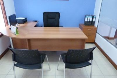 Alquiler de oficina equipada dentro de complejo con todos los servicios incluidos