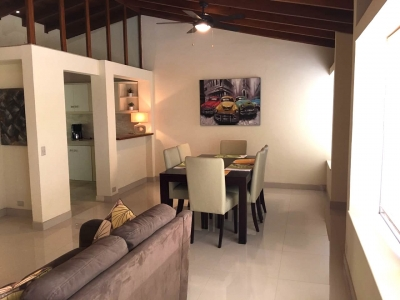 Casa en Escazú / 4 Dormitorios, Amueblada, acceso a la 27 #7768