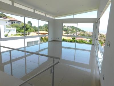 Casa en Escazú / Contemporánea, Vistas, Ubicación. #6933