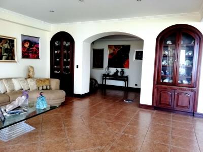 CIityMax Vende Exclusivo y Bello Apartamento en Torre en Escazú