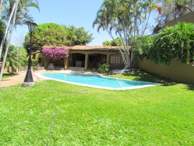 Casa en Escazú / Independiente, Gran potencial, enorme Jardín #10197