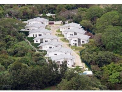 Lujosa Residencia en Condominio en Jaboncillos de Escazú