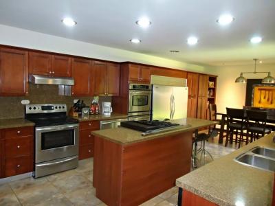 Preciosa casa en Escazu 4 hab cond seg 24/7 graje 3 piscina linda
