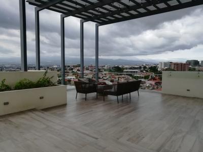 Amplio y luminoso apartamento muy cerca de Milla de Oro en barrio muy tranquilo y seguro. Torre de solo 15 unidades