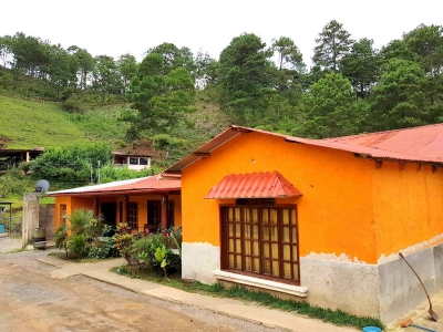 Casa en venta con amplio terreno ubicada en Cobán A.V