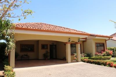 Se vende casa en Santa Ana 17-114