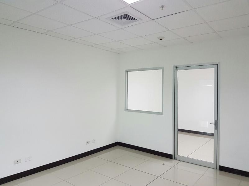 Se Alquila oficina individual en Plaza Murano