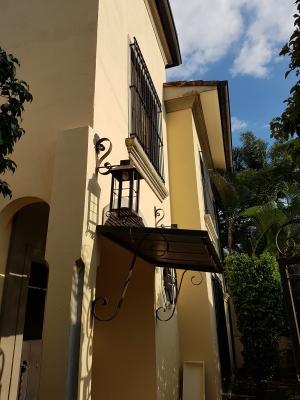 Hermosa Casa Estilo Mediterraneo 4Ha - 4Ba