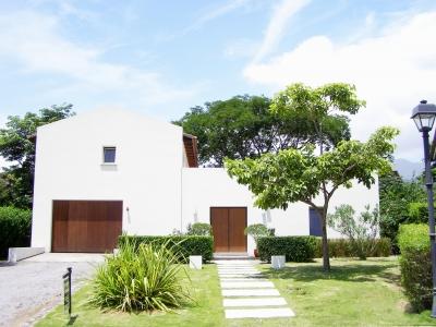 En venta en Santa Ana casa moderna casa en Condominio
