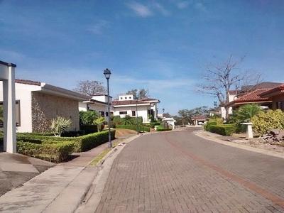 Lote Plano de 600 m2, Comunidad Cerrada, Piedades, Santa Ana