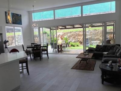 Casa en Venta en Santa Ana, en Condomino. REF 2782