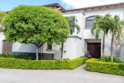 Casa en Condominio con Jardín de Encanto