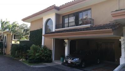 Casa en venta en Santa Ana, San Jose- REF/ 272?5?