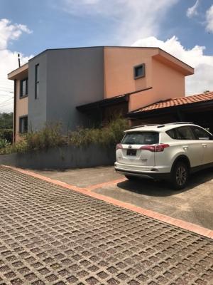 CASA EN VENTA EN RIO ORO CON AMPLIO PATIO $199,000 NO CUOTAS DE MANTENIMIENTO