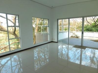 Precio Reducido! Moderna Casa en Venta en Santa Ana #7709