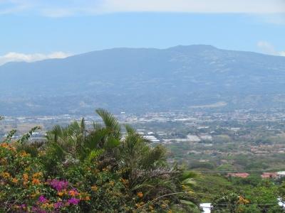 Casa Venta en Santa Ana Hermosa de Campo en la Ciudad con 4H, 5B #7572