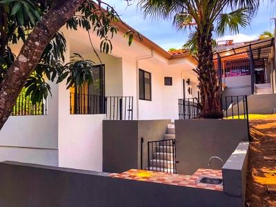 Casa en Santa Ana  - Oportunidad !!