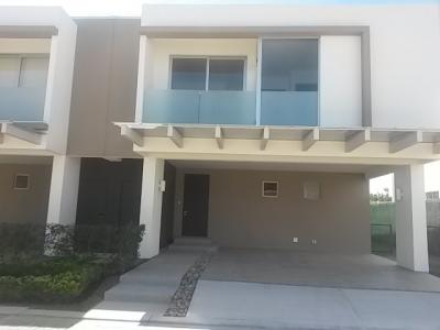 Casa en Santa Ana / Townhouse.  879687