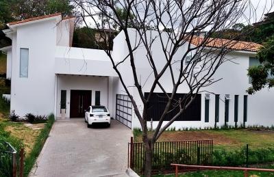 Casa de Lujo Escazú / Casa de Lujo con Piscina en Condo Villa Real, Escazú.