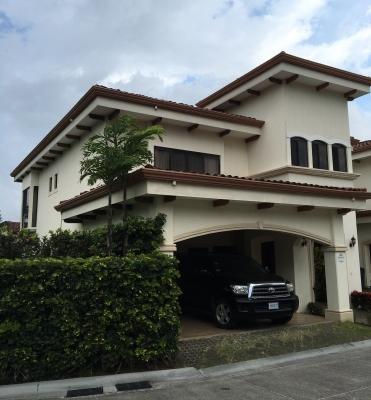 Alquiler Casa Independiente en Condominio de Golf,Santa Ana ID3802