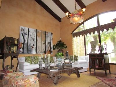 Hermosa Casa de Campo con 4H, 5B en la Ciudad, Santa Ana ID7572