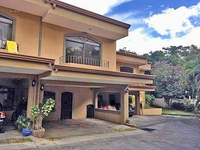 GANGA! Casa en Condo con Piscina, Santa Ana - USD$160000