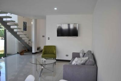 CityMax ofrece en alquiler Casa en Condominio en Santa Ana