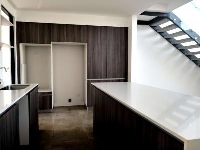 CityMax Vende Hermosa Casa tipo Loft en Santa Ana