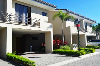 Oportunidad! Linda casa en Condominio Parque del Sol en Santa Ana