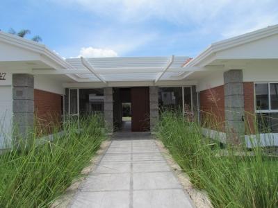 Casa en Alquiler / Una Sola Planta, gran terreno, Valle del sol #10286