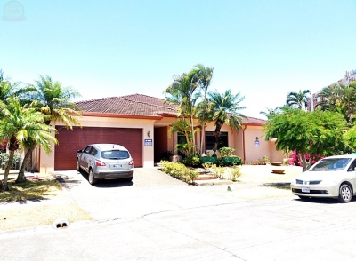 Casa de Lujo Santa Ana / Hermosa de 1 nivel 4hab en Condo Exclusivo, Lindora.