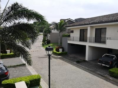 Casa de Oportunidad! Alquiler o venta de lindo condominio en Brasil de Mora, Santa Ana